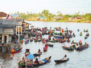 Pasar Terapung Kalimantan Selatan, Kemeriahan Menjelang Fajar