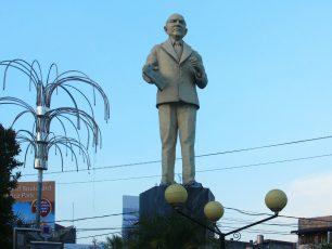 Mengenang Doktor Ilmu Pasti Pertama Indonesia Lewat Patung Sam Ratulangi