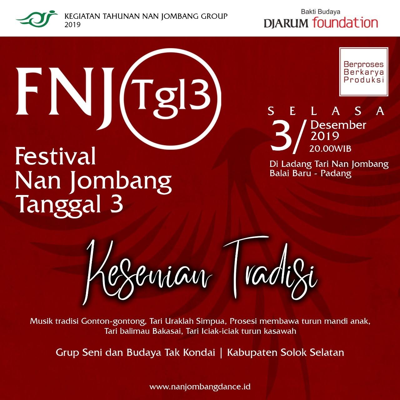 Pertunjukan Grup Seni dan Budaya Tak Kondai di Festival Nan Jombang