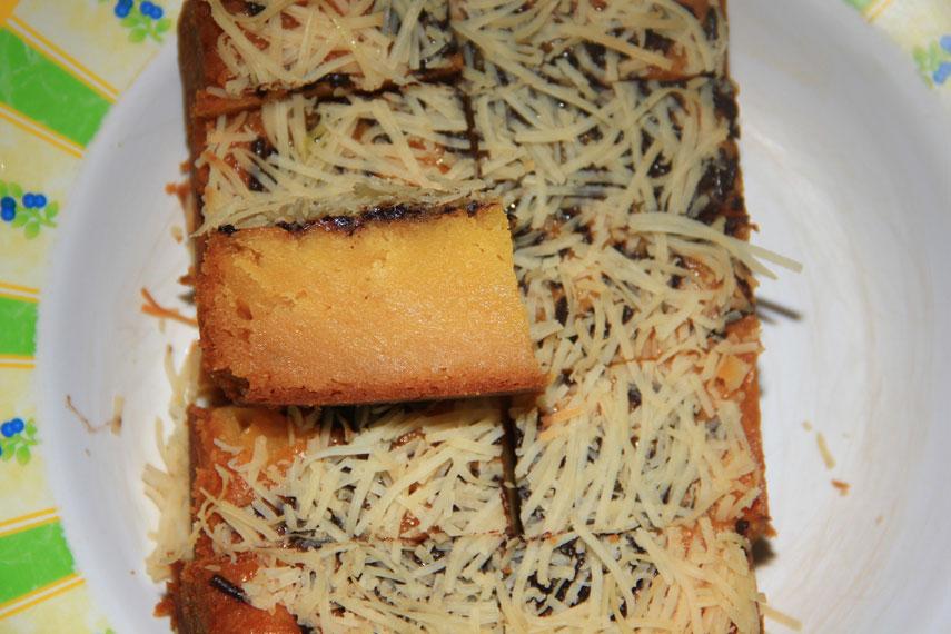 Kue ini memiliki berbagai macam varian rasa antara lain, coklat, keju, kismis, serta tidak ketinggalan rasa original