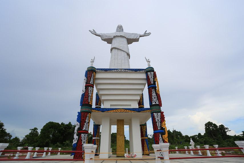 Patung Tuhan Yesus yang menyerupai Patung Yesus di Brasil