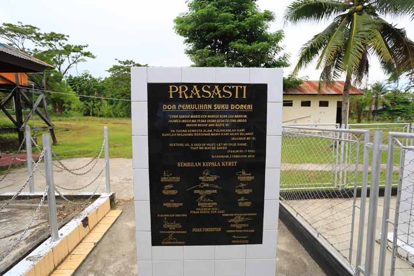 Prasasti yang dibuat sebagai peringatan bahwa Mansinam adalah sebuah obyek wisata sejarah
