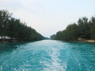 Keindahan Celah Pulau Air di Kepulauan Seribu