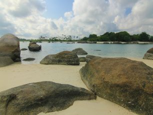 Gundukan Indahnya Pasir Putih di Pulau Batu Berlayar