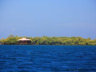 Menikmati Suasana Tenang di Pulau Bohanga