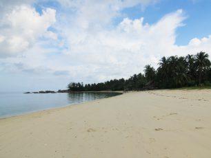 Keindahan Batu Granit Berbentuk Paruh Burung di Pulau Burung