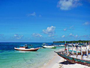 Menyusuri Keelokan Pulau Liukang Loe yang Indah nan Sepi