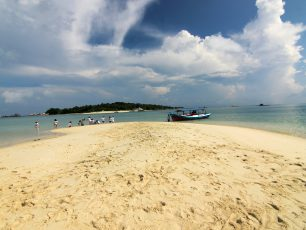 Pulau Pasir, Menikmati Berjalan Di Tengah Laut