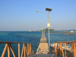 Menikmati Pesona Jembatan Cinta di Pulau Tidung