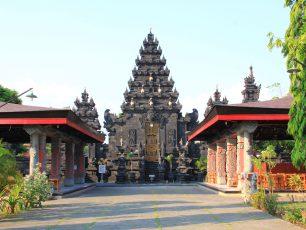 Pura Jagat Karana, Destinasi Religi di Kota Pahlawan