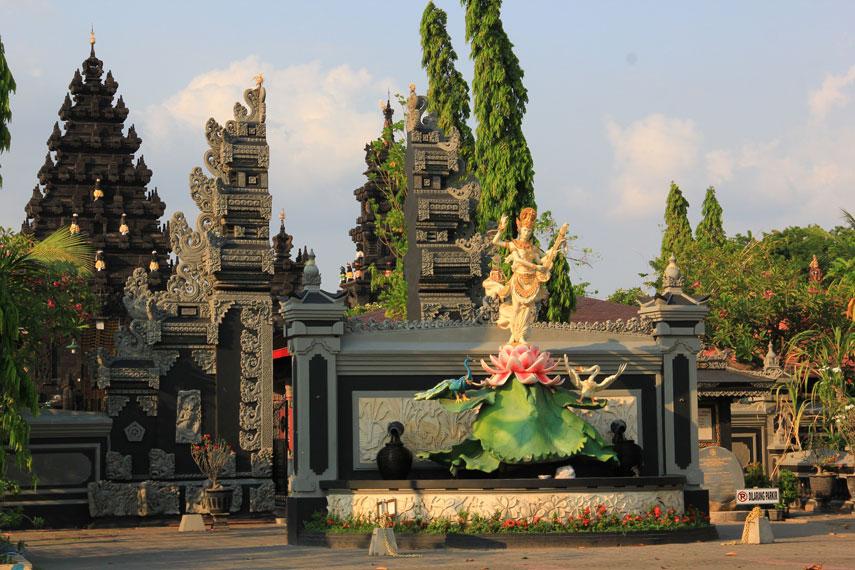 Pura ini memiliki 3 bangunan utama yang terdiri dari Mandala Utama (Jeroan), Mandala Madya (Jaba Tengah), dan Mandala Nista (Jaba Luar)