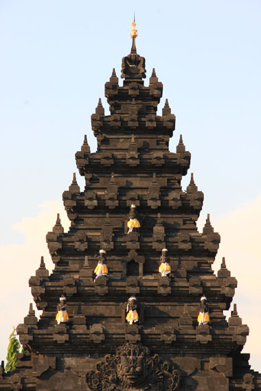 Di Surabaya sendiri, pura ini sering menjadi pusat kegiatan umat Hindu. Seperti saat Hari Raya Nyepi