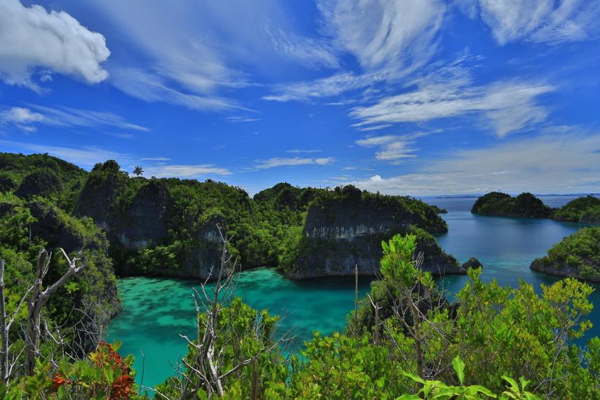 Gugusan pulau cantik yang bernama Piaynemo