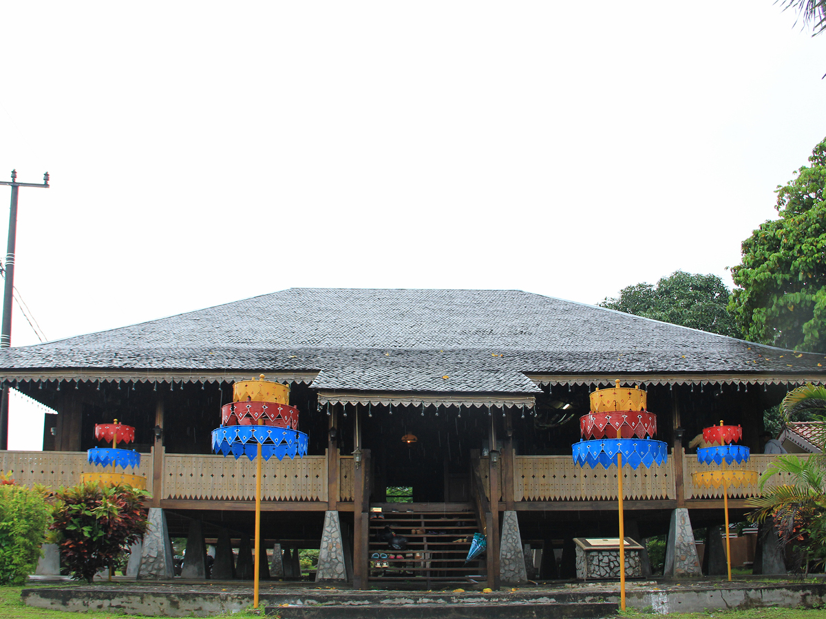 rumah_adat_belitung_1200.jpg