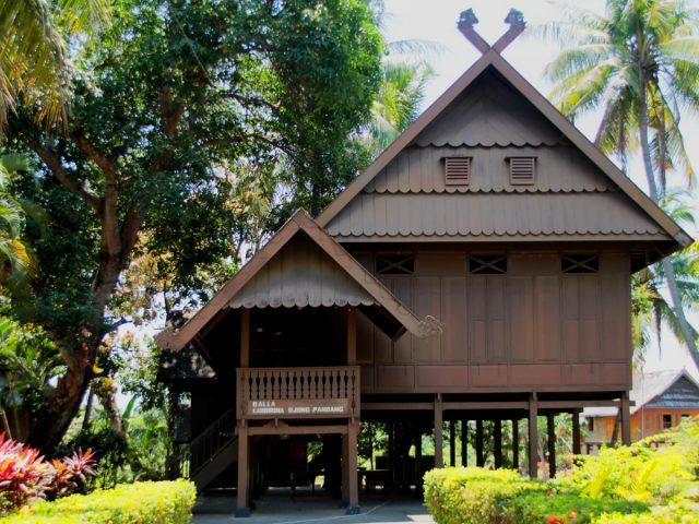 Membedah Rumah Tradisional Suku Bugis Makassar
