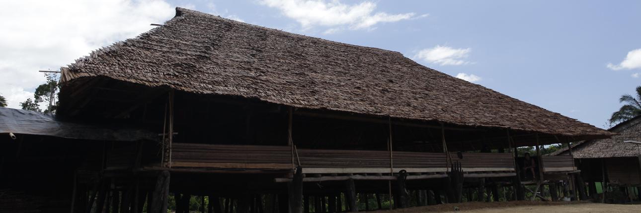 rumah_adat_huahulu1290.jpg