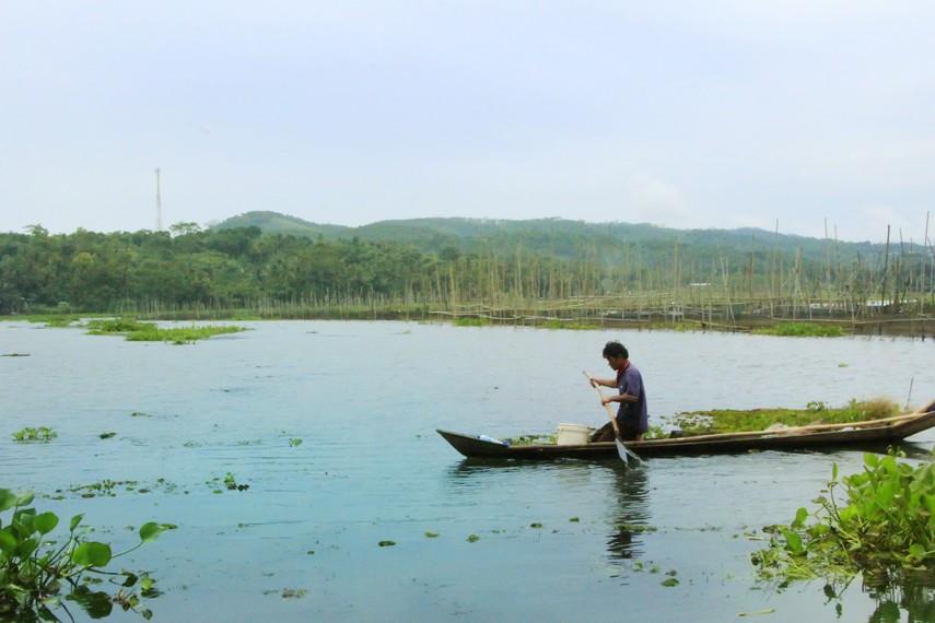 Salah satu pemandangan Rawa Pening yang luasnya sekitar 2670 hektar