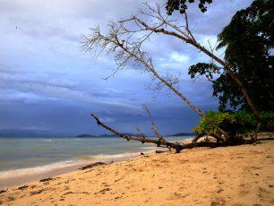 Pantai Saleo yang Merakyat dan Begitu Indah