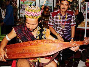 Sape, Alat Musik Pengiring Tari-tarian Masyarakat Dayak