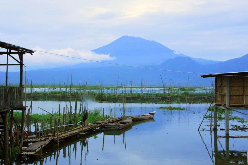 Merasakan kesejukan udara khas pegunungan di Rawa Pening