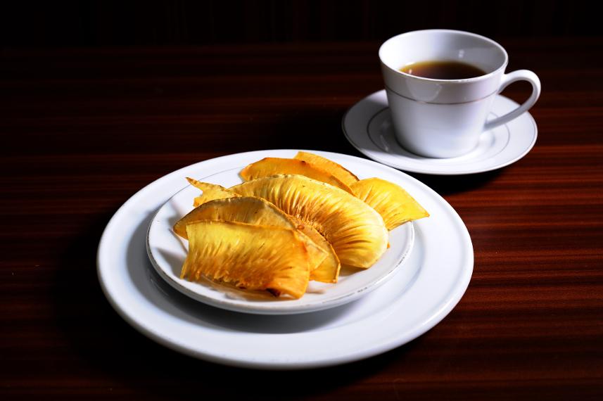 Keripik Sukun lebih nikmat disajikan sebagai camilan minum teh