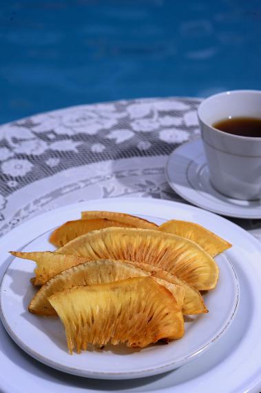 Keripik Sukun memiliki citarasa unik yang merupakan perpaduan antara gurih dan manis