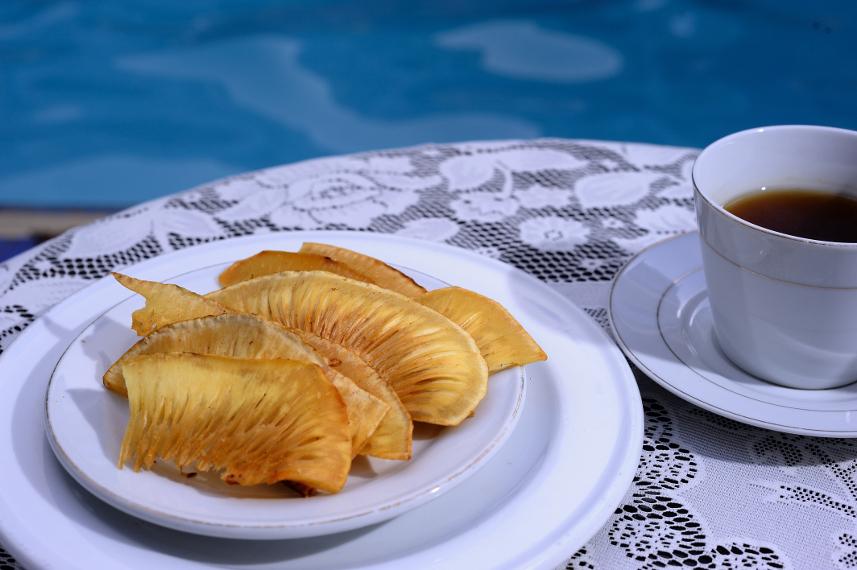 Keripik Sukun merupakan salah satu jajanan khas Manokwari yang terkenal sangat lezat