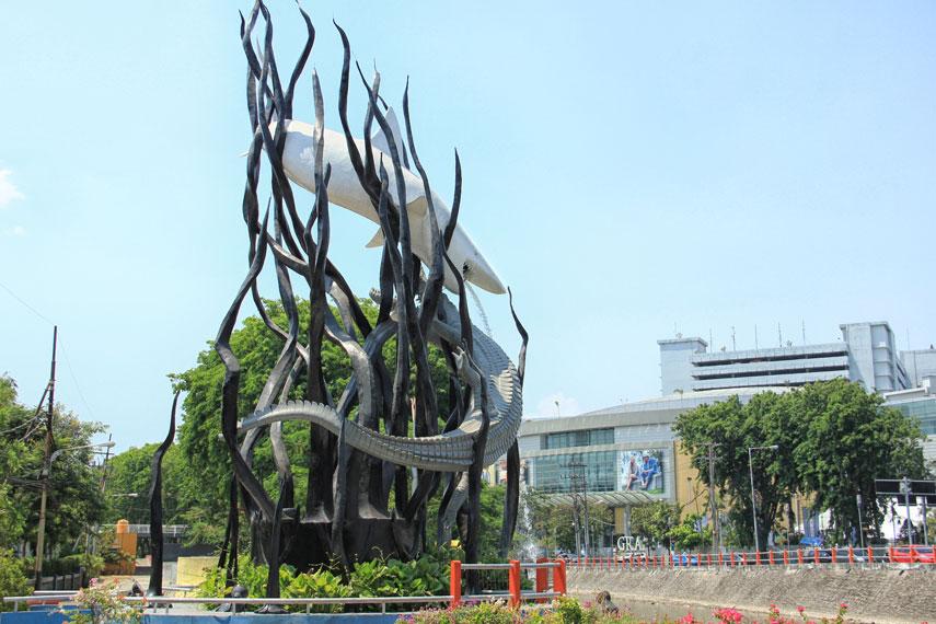 Patung Sura dan Buaya, patung ini menjadi simbol dari kawasan berjuluk kota Pahlawan ini