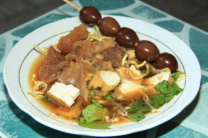 Tahu campur, kuliner khas Jawa Timur yang menjadi salah satu makanan yang paling diburu para pecinta kuliner