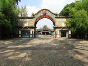 Menikmati Hiburan Rakyat di Taman Sriwedari