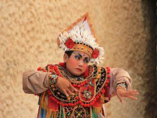 Tari Baris Simbol Ketangguhan Prajurit Bali