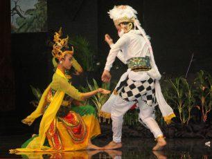 Kisah Cinta Dewi Sekartaji dan Panji Asmorobangun dalam Tari Kethek Ogleng