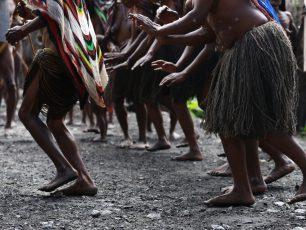 Pancaran Keramahan Suku Dani Dalam Tarian Selamat Datang