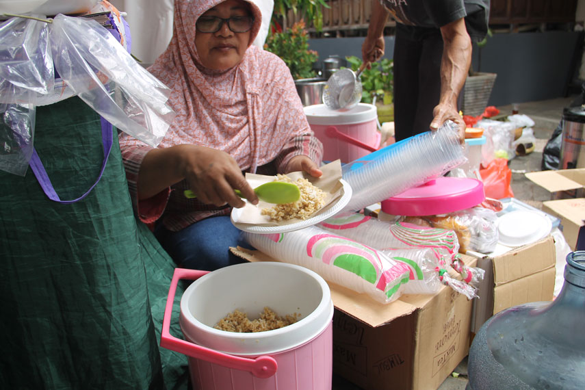 Sajian nasi tiwul yang terbuat dari gaplek yang merupakan singkong yang telah dikeringkan