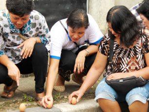 Kepercayaan Telur Berdiri dalam Perayaan Pehcun