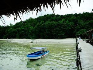 Pantai Waiwo yang Indah dan Penuh Pesona