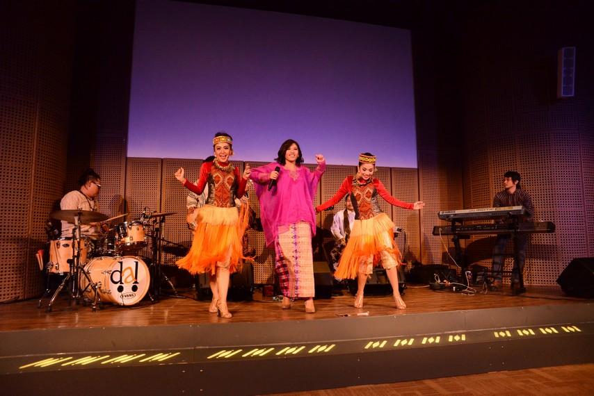 Borneo To Celebes Ethnic Jazz Oleh Dyah Ayu Lestari,Minggu 12 Juli 2015 Pukul 15:00
