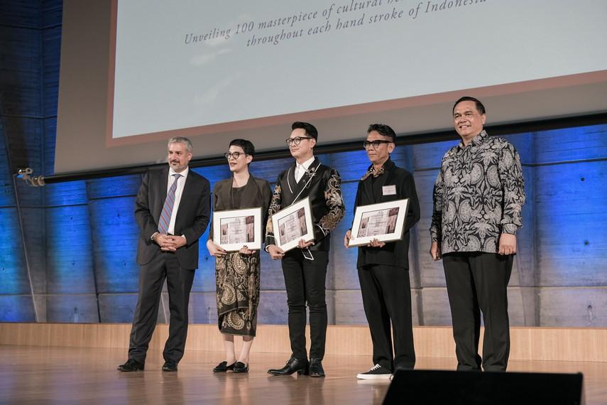 Oscar Lawalata, Denny Wirawan dan Edward Hutabarat bersama Duta Besar RI untuk Perancis dan Perwakilan dari Unesco