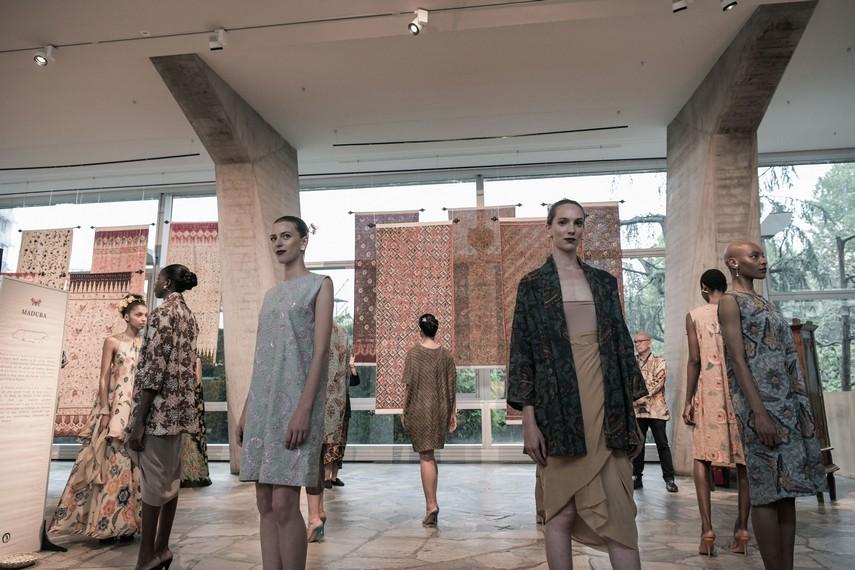 Suasana pameran Batik For The World di kantor pusat Unesco, Paris