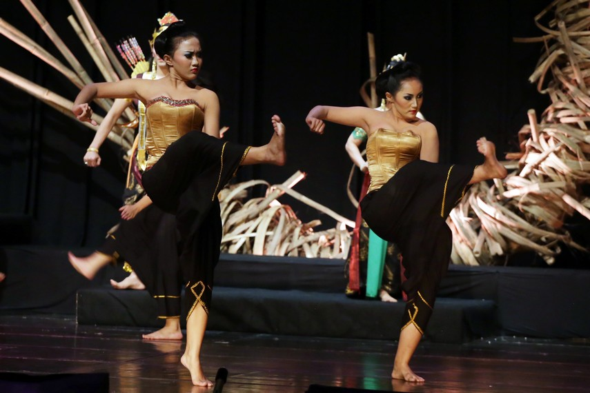 Koreografi Drama Wayang Swargaloka menggabungkan unsur tari tradisi dan modern