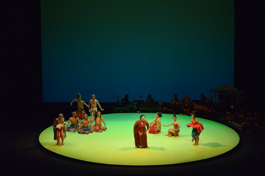 Adengan pembuka Opera Jawa Selendang Merah