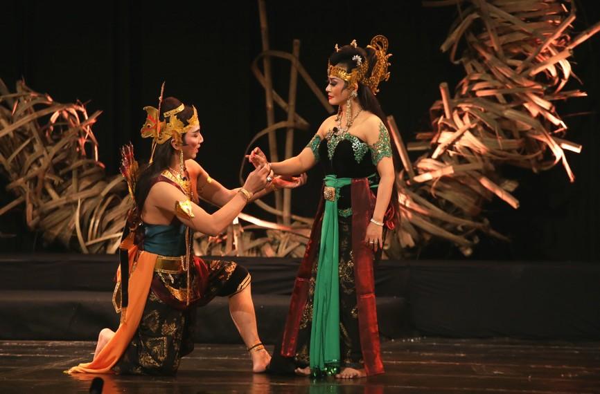 Banowati bertemu Arjuna, orang yang sangat dicintainya