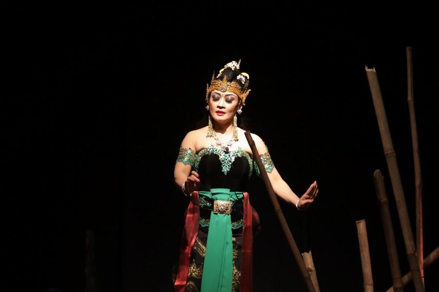 Banowati diperankan oleh Dewi Sulastri