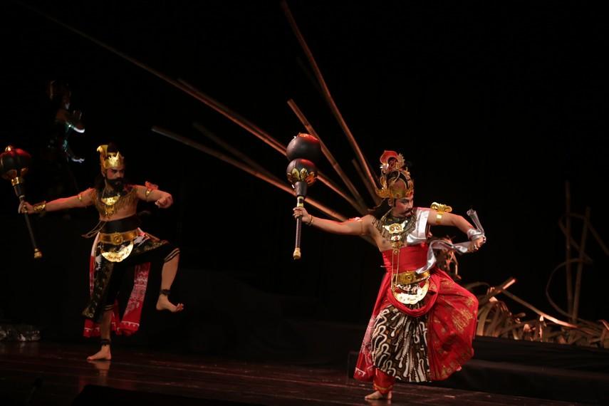 Bima melawan Duryudana di medan Kurusetra