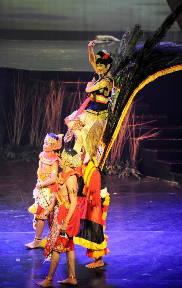Dewi Sari, salah satu jagoan kerajaan Tong Kesangsang
