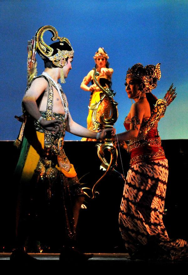 Drupadi mencurigai hubungan Arjuna dan Srikandi