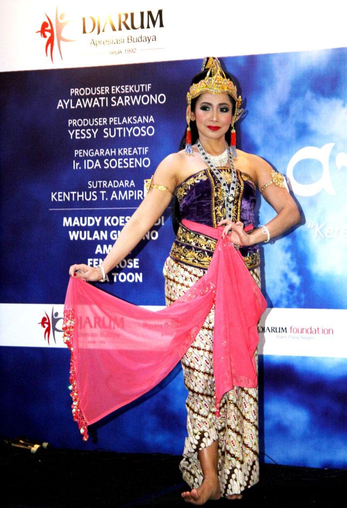 Feny Rose berperan sebagai Dewi Dursilawati