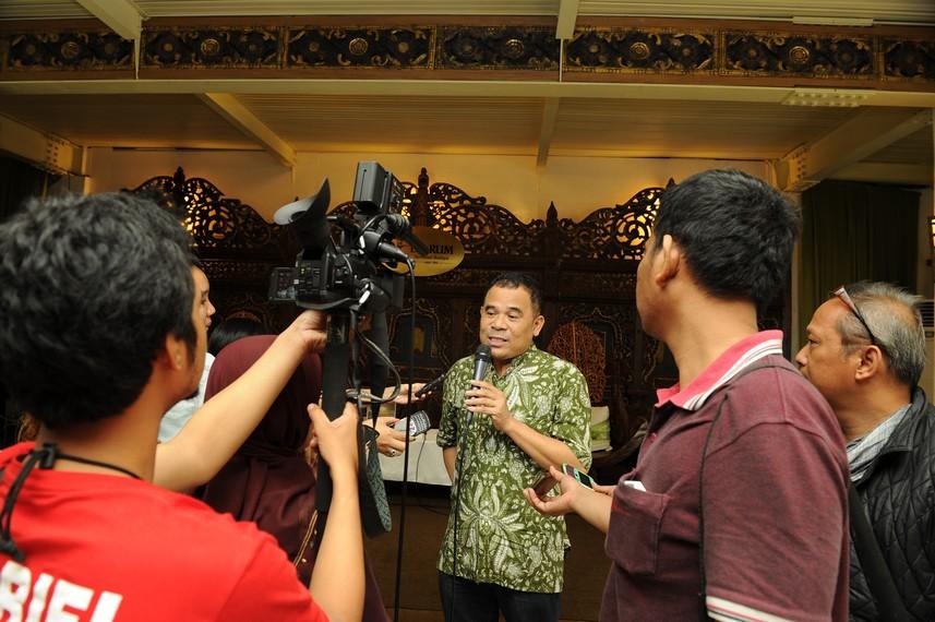 Garin Nugroho menjawab pertanyaan wartawan