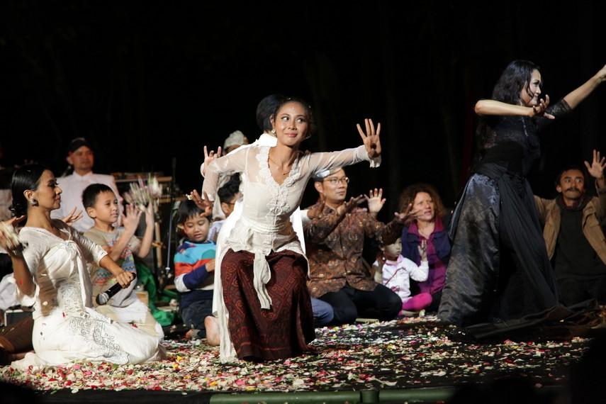 Live Theatrical Music Perfomance Ayu Laksmi Svara Semesta