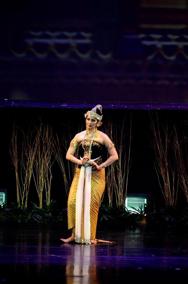 Maudy Koesnaedi tampil sebagai Dewi Kunti
